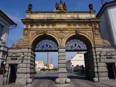 ここが一番の目的であるビール醸造所です。 ピルスナー・ウエルケル(Pilsner Urquell) どうやら開いているようでひと安心です。
