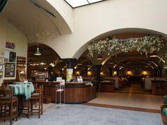 ツアーが終わって直行したのが同じ敷地内にあるレストランです。 Na Spilce