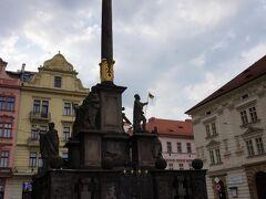 市庁舎の向かいに塔がありました。
