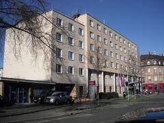 メルキュールホテル・マンハイムアンラトハウスに2泊します。一泊59ユーロでした。 名前の通り市庁舎には近いのですが、中央駅には少し距離があります。 写真は後日のものです。