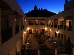 この日はフェズまで移動して、旧市街にあるパーサホテルに宿泊しました。 フェズは2日後に再び訪れますが、その時に豪華リヤドに泊まりたいため、1泊目はこちらで節約です。