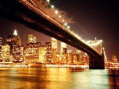 ブルックリンから見るマンハッタンの夜景。