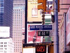 その中でも一番気に入ったのが、「GOOD MORNING AMERICA avenue」。なんていいネーミングだろう!(日本では絶対にやらないだろうな。「おはよう日本通り」なんて、ネーミング。仮にそんな通りがあっても通りたくないし・・・)