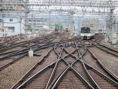 大和西大寺駅へ移動。 近鉄奈良方面のポイント(線路の分岐)の多さは見もの。 近鉄奈良駅側のホームからか、コンコースの端にある展望スペースからよく見える。