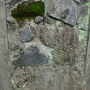 外側の壁も安全対策で、コンクリート補強してありましたが、一部だけ昔のまま残してありました。