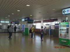 高雄駅から台南まで電車で移動 MRTから地上に上がりすぐ駅舎があります