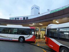終点の野町駅に到着しました。 電車の時間にあわせてここから香林坊という金沢の中心街までバスが接続しています。 かつてはここから路面電車が市内まで延びていてその接続駅だったようです。