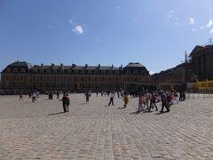 16:38 ベルサイユ宮殿を出ました。
