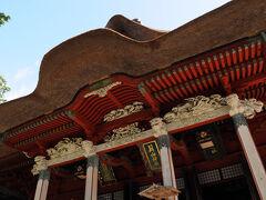 その先にあった三神合祭殿は、これまでに見たことが無い姿の社殿で、羽黒派古修験道独自のものだそうだ。 建てられたのは文政元年(1818)で、その名のとおり、月山・羽黒山・湯殿山の三神が合祀されている。 冬季の参拝が困難な月山と湯殿山の神への祭祀を行うため、羽黒山に合祀されているらしい。