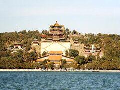 今回訪れた北京の公園には必ず公園のシンボル的建物があった。そしてここ頤和園のシンボルともいえるのが、この仏香閣。