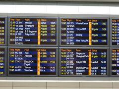 【JL029】さて、先に到着した組は・・・  ろくに待ち合わせについて打ち合わせをせず、私の 「先に着いたら、到着予定の看板でも見て、出口で待っててよ」 の一言だけで、待つことに(笑)  CX543は14:00到着予定、Bゲート ほら、大丈夫。何とかなるじゃん。