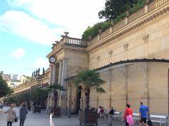 ムリーンスカーコロナーダ  建物・史跡市の中心にある、ネオ ルネッサンス様式のコロナーダ(飲泉所)。