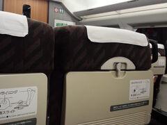 久しぶりの山形新幹線  。・*・:≡( ε:)   飛行機に比べてゆったりですね (・∀・)  出発すぐに  「シュポッ♪」ビールで乾杯です  ( ^^)/▽▽\(^^ )