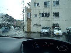 鶴岡中心部を抜けた辺りから 雲行きが怪しくなり…  16:30頃宿に着いた時には かなりの土砂降りになって しまいました ( ;∀;)。。。  我々の到着に気がついて、 女将さん方が、傘を持って出てきて 下さいました(^ ^)