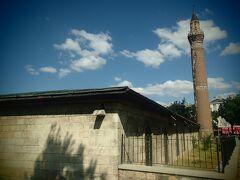 ウル・ジャミィ。 12世紀末に建てられたこの街で一番古いモスク。 よく見ると、ミナーレが傾いている。