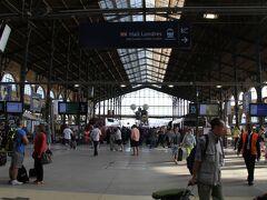 地上部分に到着。 この雰囲気。個人的には「パリに来たなぁ」と感じる。