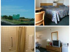 今夜のお宿はROADINN KINGMANの ツインルーム。 子供は17歳まで無料なので 税込み一部屋 46ドル。簡単な朝食とWIFIがついています。 ベッドシーツタオル類は清潔でしたが 何せ古い建物で シャワールームも古さは否めません。 日本からお客さんが来る時は もっと高級なモーテルに 泊まります(笑)