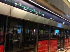 地下鉄に乗ってモール・オブ・ジ・エミレーツに食糧を求めて旅立ちます。 とにかくドバイではたくさん食べました。今までが嘘みたいに。