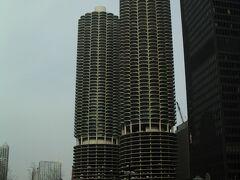 通称「トウモロコシ」として有名なマリーナ・シティー・タワー