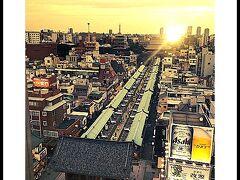 建物の屋上は、建屋の新旧感や高低感があらわれずらいので、一瞬 本当に意識が江戸時代にタイムスリップします.......  なんかドラマの........『JIN』の光景.......みたいだぁ......。