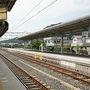 ●JR箕島駅ホーム@JR箕島駅  有田で結構歩いて、汗だくになりました。 休憩を兼ねて、JR御坊駅まで電車に乗ります。
