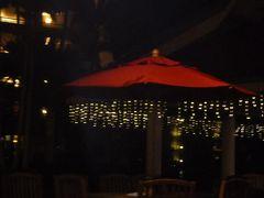 レストラン「ボートランディング・キャンティーナ」に到着。  その名のとおり、ボートから降りると そのままそこがレストラン入口。  外なんだけどね。