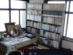 火野さんの生前の生活ぶりがしのばれます。これは2階の書斎です。