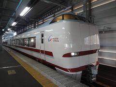 今回は福井駅からスタートです。 唯一の福井発はくたか5号に乗って、新潟を目指します。  スノーラビット!! 北越急行が所有する車両ですが、来年北陸新幹線が延びたらこの車両はどうなるのでしょう?  以前、咲花温泉を目指した時も、はくたか5号でしたね。 これはリベンジにふさわしい。 途中で止まるなよ?