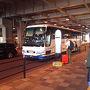 ●徳島行きバス@JR大阪駅界隈  今回の旅は、バスで。 JR大阪駅から海部観光のバスで、徳島に向かいます。  (伊丹空港 9時55分発)JR大阪駅 10時30分発→松茂 13時10分着(阿南津乃峰 14時25分着) 2便
