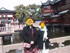 「豫園」に到着。 こちらは上海最古の茶楼「湖心亭」