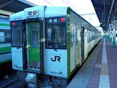自宅より始発で東京へ。ここから上越新幹線で新潟へ向かいました。   食糧を調達し快速べにばなへ乗車します。