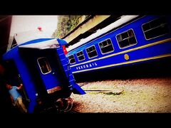 この青いブルートレインに乗ります。運営は、英国のオリエントエクスプレスと提携によるものだそーです。