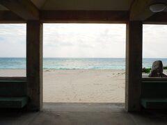 ちょっと、周りを散策開始ス。 イーフビーチまで、単車で20秒だった。 歩いても2分くらいか?