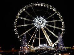 そのコンコルド広場には、大きな特設観覧車が誕生していました。  こんな大きな建造物をクリスマス期間だけ誕生させてしまうスケールの大きさ。