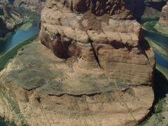 コロラド河が削りに削った結果、出来上がった大蛇行ポイント。