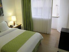 午後3時にサンホセに到着です。 旅行の初日に泊まったバルモラル・ホテル(New Balmoral Hotel)です。 今回は、ジュニア・スイートルームにしてくれました。
