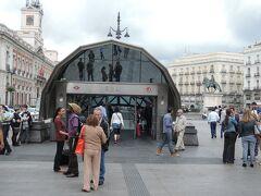 写真は、ソル駅の地上部分  本日は、ソル駅からマヨール広場に行き、更に王宮まで歩いて行く予定です。