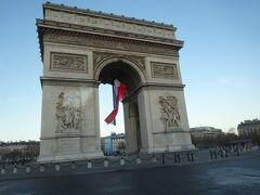 快晴のパリの一日、スタートは凱旋門から
