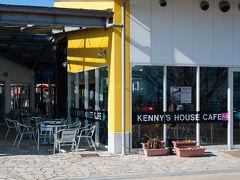 お目当てはこちらケニーズハウスカフェ、前のテラスでワンコと一緒に食べられます。