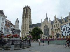聖ロンバウツ大聖堂 Sint Romboutskathedraal とDe Beyaertの館 Huis De Beyaert