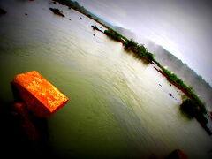 ここにも、昔 流された橋げたが残骸となり残っています…