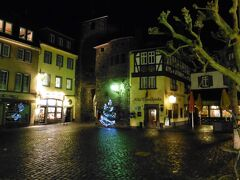 エンデルト門に隣接したホテル Alte Thorschenke。ドイツで最も古いワインの居酒屋の一つとして有名だそうです。なんと1332年からオープンしています。HPによるとマリアテレジアとナポレオンが滞在したとありました。