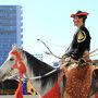 ここ川崎競馬場では、通常のお正月開催より早く開門し10時から毎年恒例の武田流流鏑馬騎射式が行われました。
