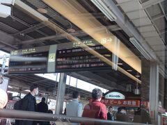 名古屋駅に到着しました。 ホームは見物客も大勢いましたが乗車する方がとても多い印象です。