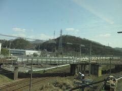 滋賀県に入りまして米原駅を最高速度で通過しました。 現行のぞみ号とわずかな差ながらとても早く感じました。