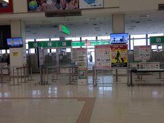 伊丹空港からの旅が始まる・・・  でも本当はここにたどり着くまで3時間以上かかってます 自宅から タクシー・ローカル線・新幹線・空港バスと乗り継いで やっと到着 すでに小旅行が終わった感じ?  アイランドホッピングツアーの出発地が 東京と大阪しかなかったので仕方がない でも かなりのロスタイム・・・ と出費