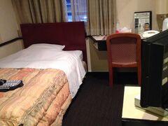 鹿児島空港からすぐ近く かごしま空港ホテル  空港までの送迎してくれます お部屋小っちゃいけど 一人で寝るだけだから十分 チェックインの時フロントで女性用スキンケア一式いただけます