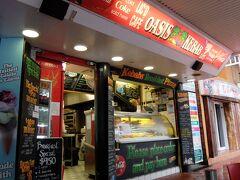 ホテルの近く、エスプラネード通り沿いにあるケバブ屋さん。  「OASIS KEBAB」  24時間OPENらしいです。 カードOK。