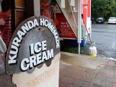 近くにあったアイスクリーム屋さんに来ました。  Kuranda Homemade Tropical Fruit Icecream  ここのクーポンもツアーに付いていたので食べてみよう。