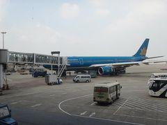 定刻通りの14時半頃にハノイ・ノイバイ空港に到着。